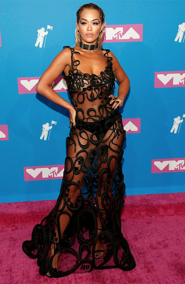1534827024_460_MTV-VMA-Awards-2018-Rita-Ora-banishes-the-bra-in-COMPLETELY-see-through-dress